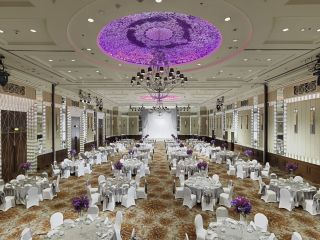 Beautiful chandelier at the InterContinental bangkok wedding venue